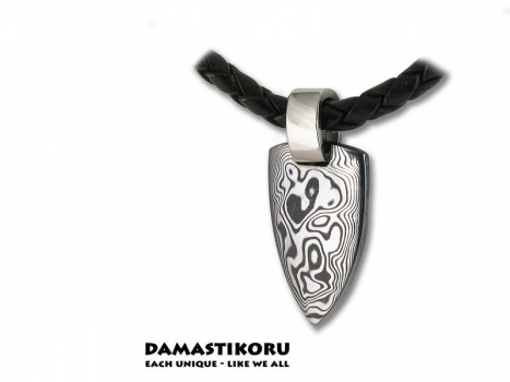 Damastikoru Bear Tooth, Damascus steel