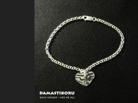 Damastikoru Wrist Chain and Small Slim Heart