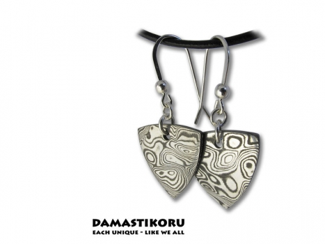 Damastikoru Triangle earrings, Damascus steel